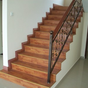 Awesome-Laminate-Flooring-Stairs